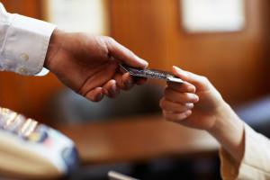 Передача банковской кредитной карты
