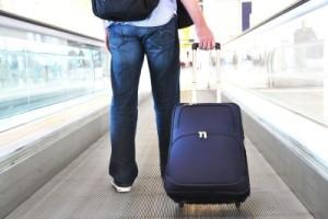 Мужчина с чемоданом