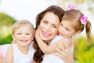 Мать с детьми